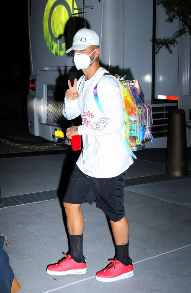 maluma, t-shirt, mask, backpack, louis vuitton, sneakers, red, jennifer lopez, jlo