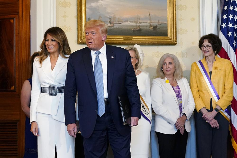 melania trump, black, white, pumps, shoes, white dress