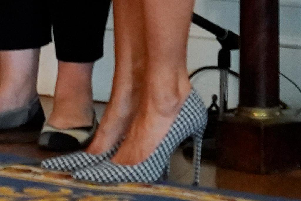 melania trump, black, white, pumps, shoes
