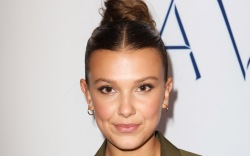 millie bobby brown, style, jeans, bustier,