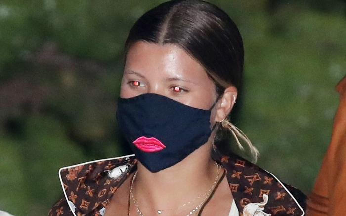 sofia-richie-style-mask-jeans