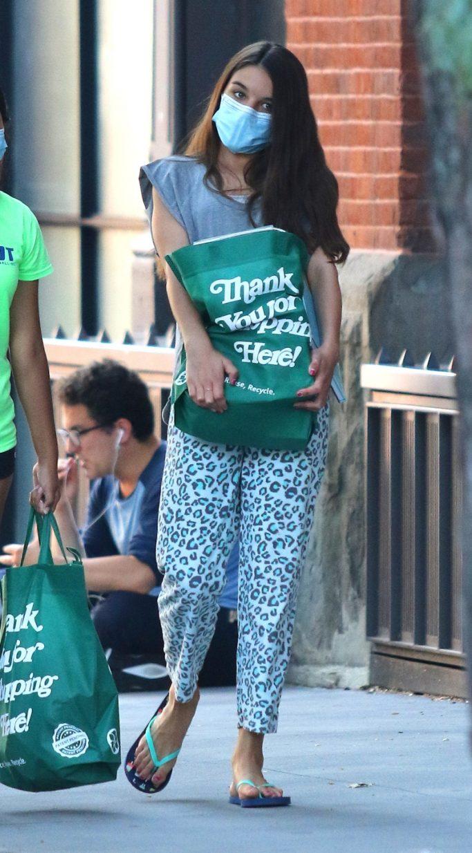suri cruise, style, pants, sandals, green, flip flops, cheetah, new york