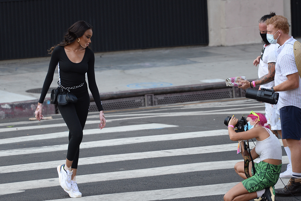 Super Model Winnie Harlow spotted filming advertisement commercial for Puma in Downtown Los Angeles. 17 Aug 2020 Pictured: Winnie Harlow. Photo credit: Pikachu/MEGA TheMegaAgency.com +1 888 505 6342 (Mega Agency TagID: MEGA694706_016.jpg) [Photo via Mega Agency]