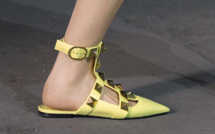 valentino, valentino spring 2021, spring 2021, mfw, milan fashion week, valentino milan fashion week, valentino rockstud, rockstud shoes, rockstud