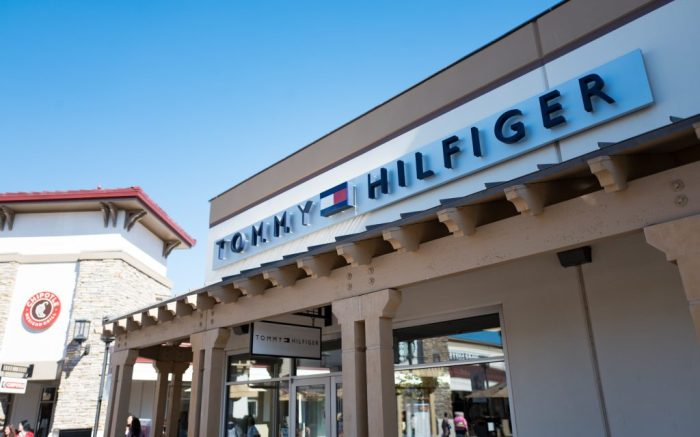 Oculto Centímetro Víctor  Tommy Hilfiger, Calvin Klein Feel the Sting of Retail Bankruptcies –  Footwear News