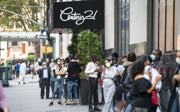 September 16, 2020: Shoppers wait on long lines while wearing PPE masks outside The Century 21 store to take advantage of The Going Out of Business discounts in Manhattan, New York. Mandatory credit: Kostas Lymperopoulos/CSM (Credit Image: © Kostas Lymperopoulos/CSM via ZUMA Wire) (Cal Sport Media via AP Images)