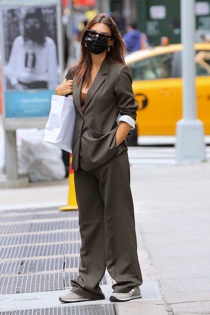 Model Emily Ratajkowski is seen in an olive pants suit with tennis shoes and face mask after eating lunch at ATLA in New York CityPictured: Emily Ratajkowski Ref: SPL5189393 260920 NON-EXCLUSIVE Picture by: Christopher Peterson / SplashNews.com Splash News and Pictures USA: +1 310-525-5808 London: +44 (0)20 8126 1009 Berlin: +49 175 3764 166 photodesk@splashnews.com World Rights
