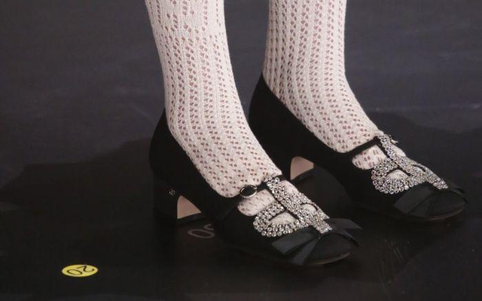white socks, white sock trend, socks, fall 2020 trends, fall 2020, white crew socks, white tube socks, tube socks