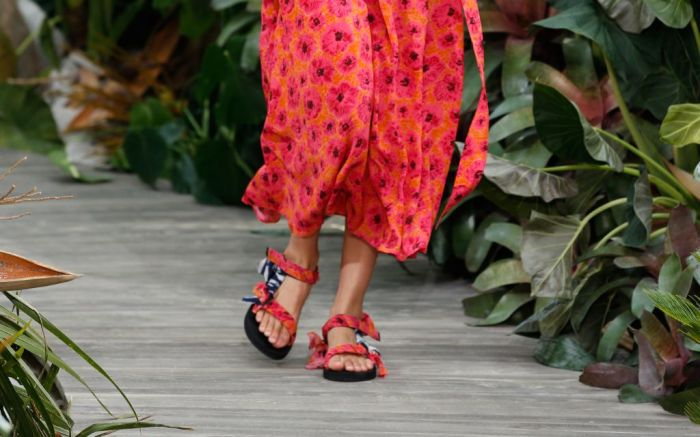 jason wu, nyfw, new york fashion week, nyfw september 2020, spring 2021 fashion, fashion trends, ugly sandal, arizona love, jason wu arizona love
