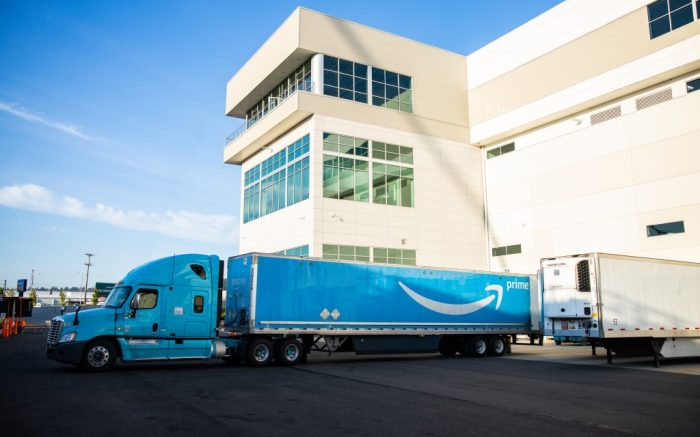 Amazon Prime truck, distribution center, line haul