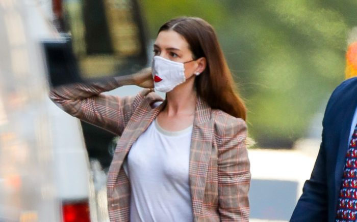 Anne Hathaway steps out in a casual outfit while leaving the hair salon in New York City