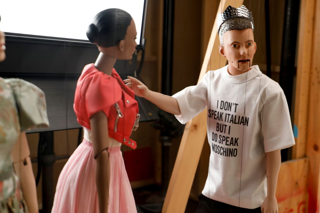 moschino, moschino spring 21, mfw, milan fashion week, moschino puppet show