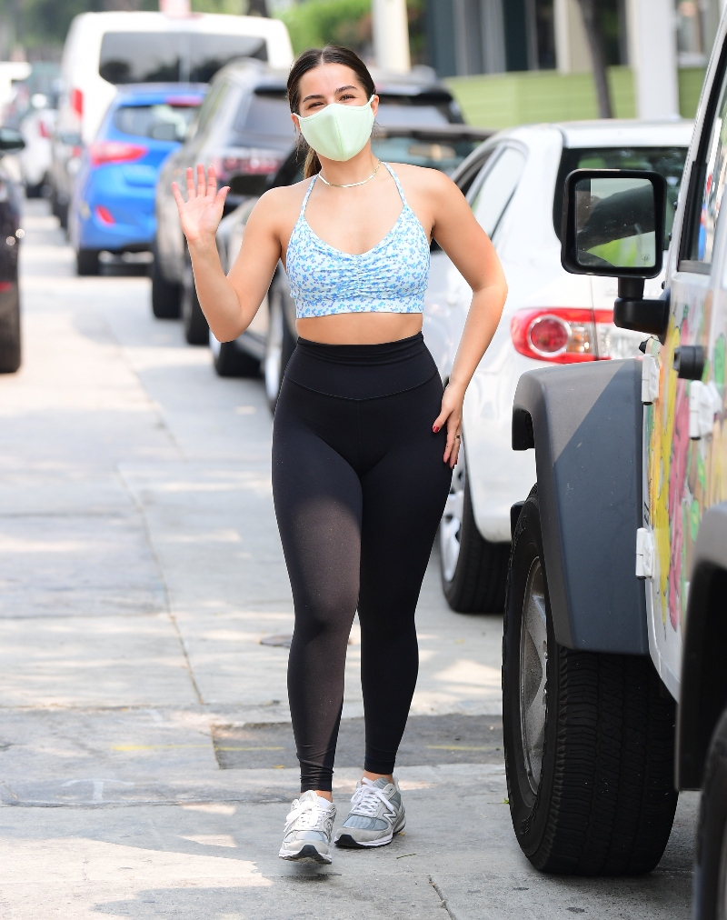 addison rae, leggings, sports bra, sneakers, new balance, style, shoes