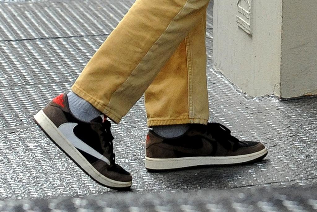 bella hadid, sneakers, shoes, style, heels, jeans, yellow, travis scott, air jordan