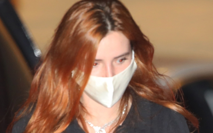 bella-thorne-style-mask-jeans-shoes