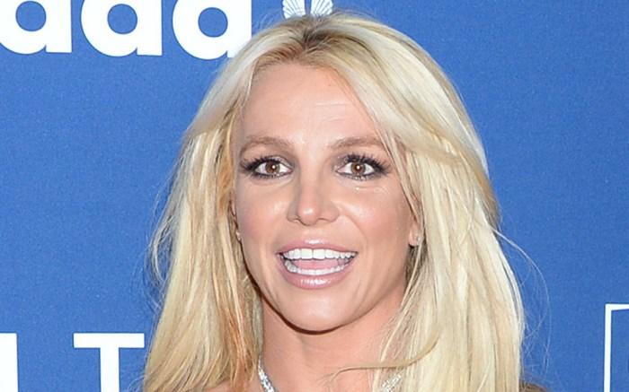 Britney Spears Dances In A Crop Top Low Rise Shorts Chunky Heels Footwear News