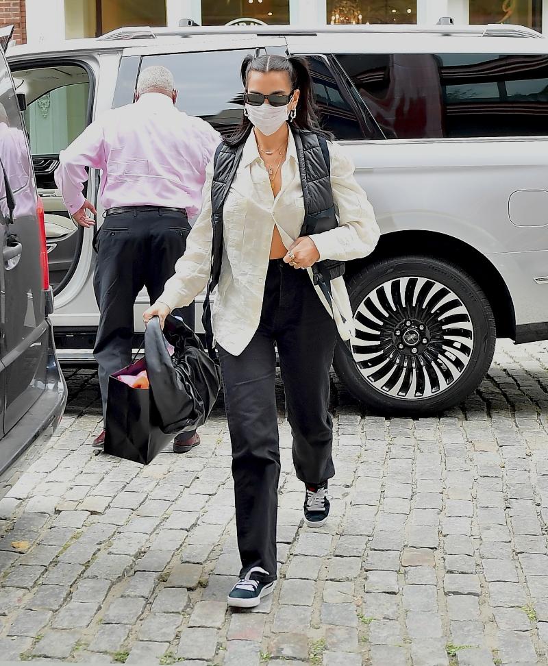 dua lipa, style, pants, sneajers, shirt, vest, new york