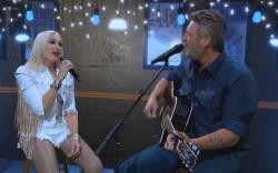 Gwen Stefani and Blake Shelton rehearsing