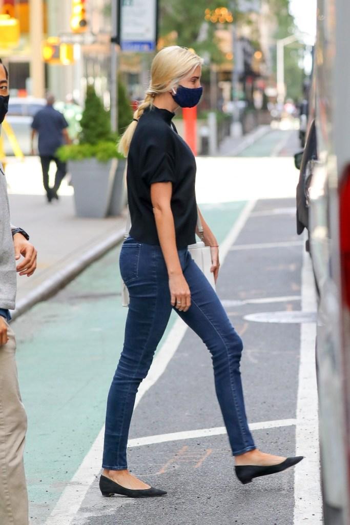 ivanka trump, jeans, skinny jeans, face mask, style, flats, new york