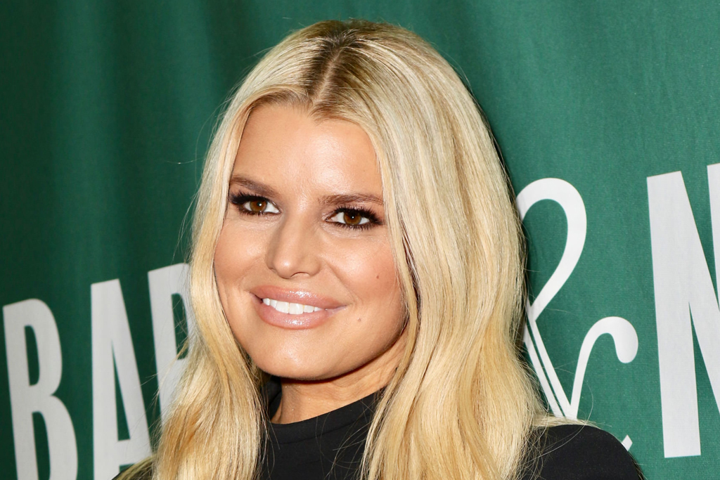 Jessica Simpson Shows Off Her Yoga Skills in a Peek-a-Boo Sports Bra & Wild Leggings