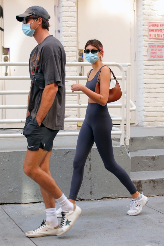 kaia gerber, jacob elordi, gym, style, couple, leggings, sports bra, sneakers, new york