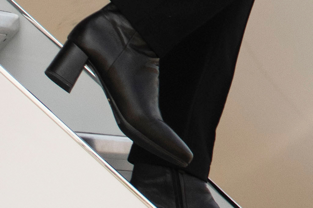 kamala harris, jeans, jacket, boots, mask, style, shoes, plane, flint, michigan