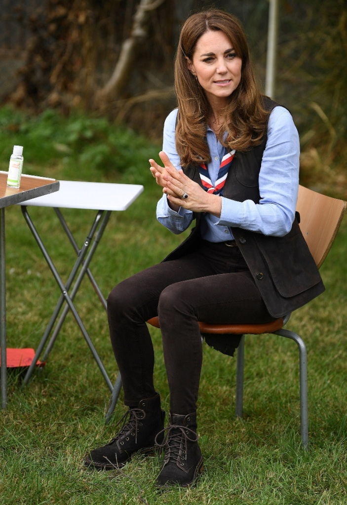 kate middleton, skinny jeans, boots, vest, shirt, brown, scouts, style, shoes, london