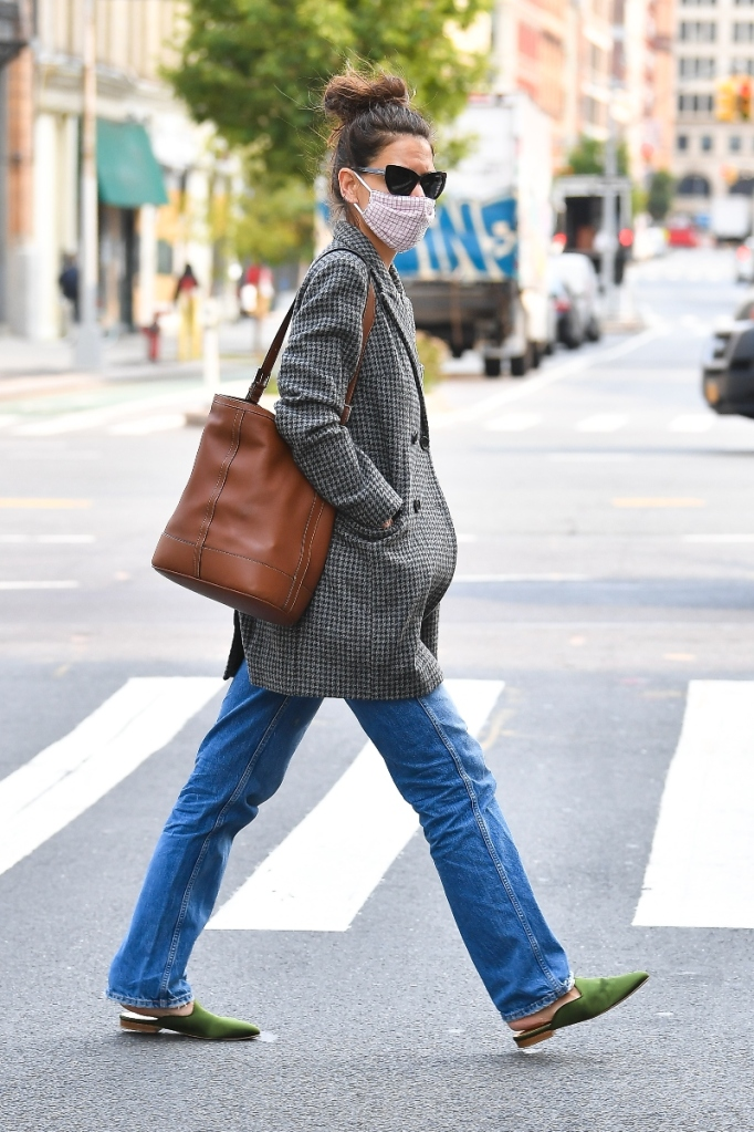 katie holmes, jacket, jeaans, mules, green, heels, new york, mask, style