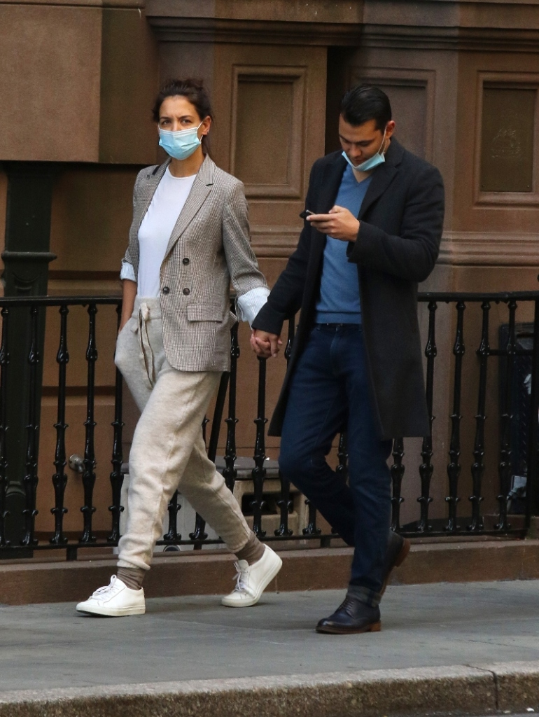 katie holmes, sneakers, sweatpants, style, shoes, blazer, Emilio Vitolo Jr., boyfriend, new york