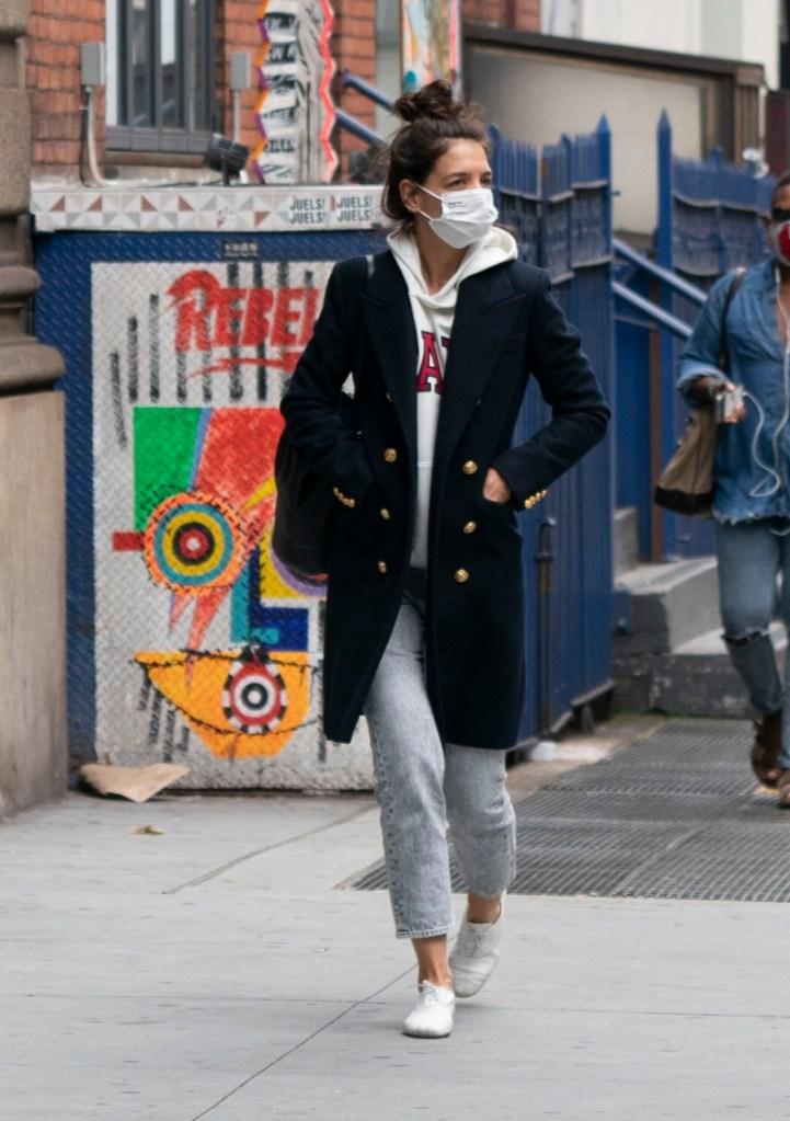 katie holmes, hoodie, jeans, coat, new york