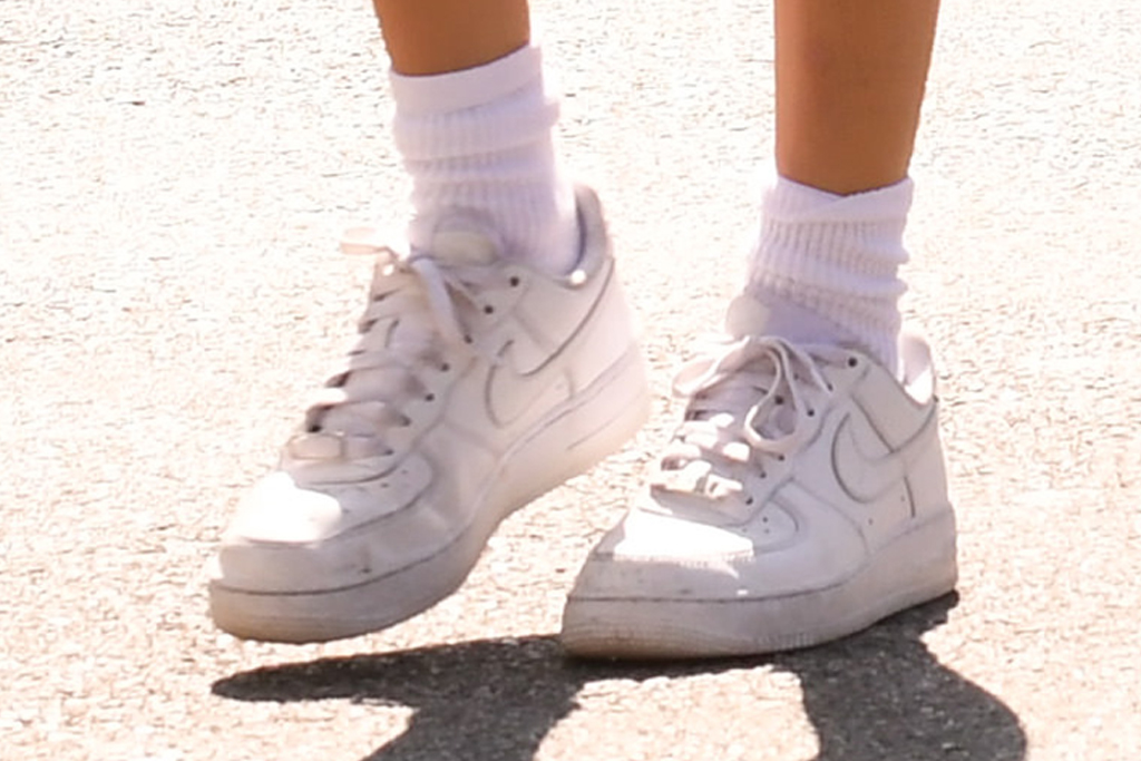 madison beer, shorts, sports bra, jacket, los angeles, sneakers, nike, shoes, style