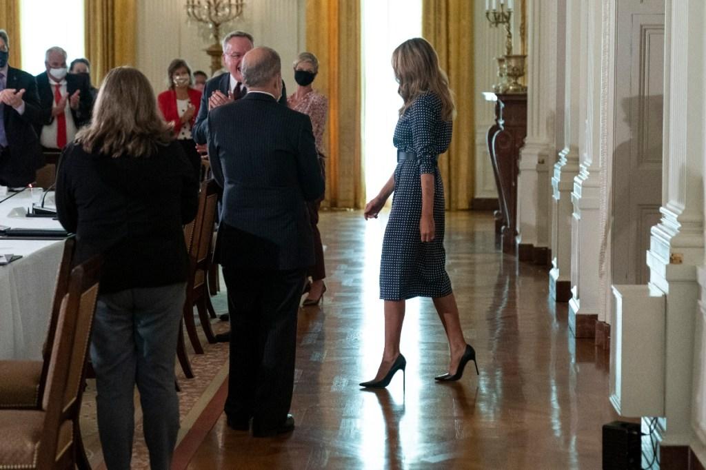 melania trump, style, dress, heels, blue