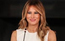 melania trump, white dress, orange heels,