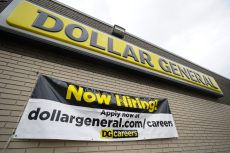 How Much Dollar General, Dollar Tree and More Low-Price Retailers Pay Per Hour On Average