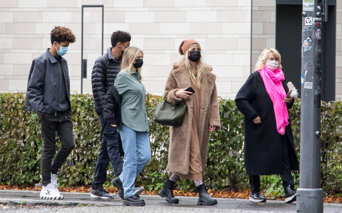 Heidi Klum and her kids visit the Reichstag, Berlin, Germany.Pictured: Heidi KlumRef: SPL5195619 311020 NON-EXCLUSIVEPicture by: SplashNews.comSplash News and PicturesUSA: +1 310-525-5808London: +44 (0)20 8126 1009Berlin: +49 175 3764 166photodesk@splashnews.comWorld Rights