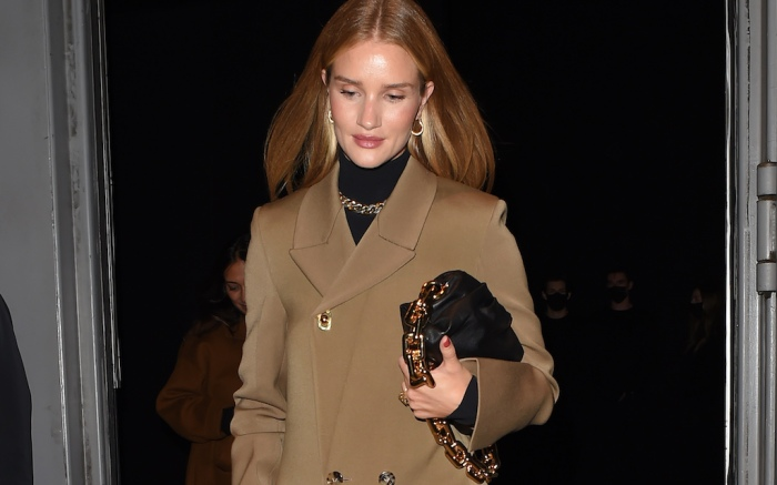 Rosie Huntington-Whiteley looks effortlessly chic as she leaves Bottega Veneta Salon 01 London collection presentation at Sadler's Wells TheatrePictured: Rosie Huntington-WhiteleyRef: SPL5191762 091020 NON-EXCLUSIVEPicture by: Hewitt/McLees / SplashNews.comSplash News and PicturesUSA: +1 310-525-5808London: +44 (0)20 8126 1009Berlin: +49 175 3764 166photodesk@splashnews.comWorld Rights