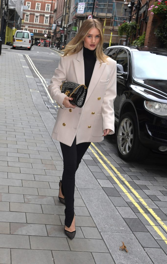 LONDON, ENGLAND - OCTOBER 16: Rosie Huntington-Whiteley seen leaving The Ham Yard Hotel on October 16, 2020 in London, England. (Photo by Mark Boland/Getty Images)