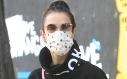 alessandra ambrosio, style, leggings, sneakers, mask,