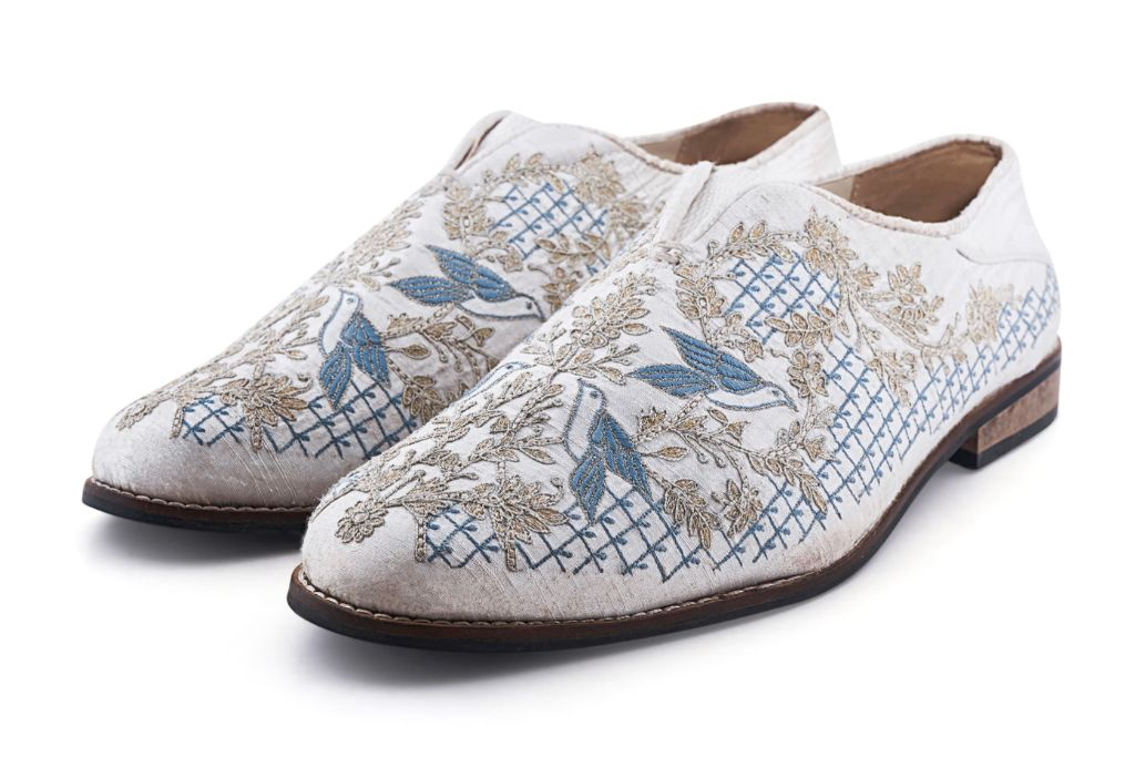 anita dongre, embroidered shoes, white embroidered shoes, white shoes, flat shoes, lace up women's shoes, spring 2021 trends, spring 2021