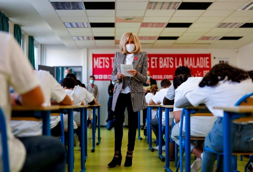 brigitte macron, jeans, skinny jeans, boots, gold, black, booties, mask, suit, teacher, school