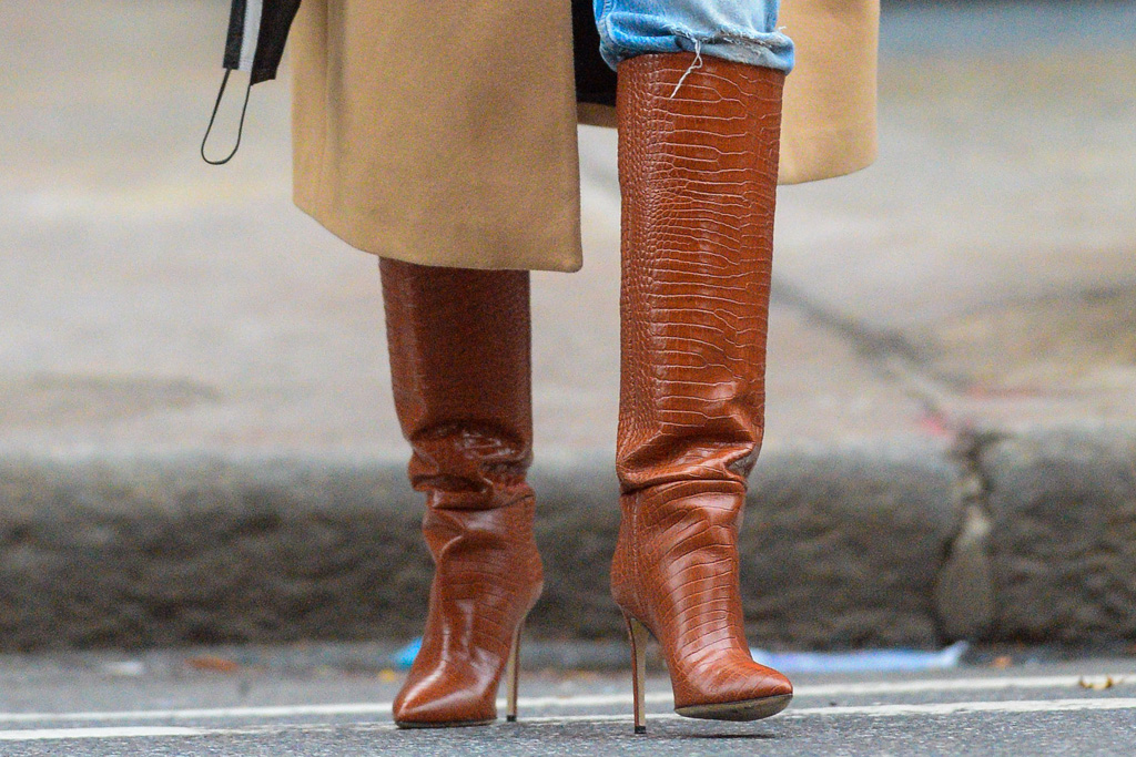 emily ratajkowski, emrata, jeans, boots, pregnant, baby, coat, shirt, new york