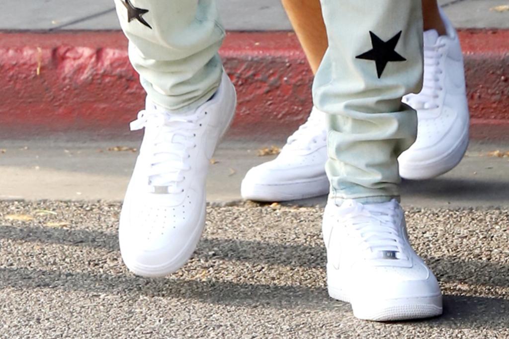 future, rapper, shoes, sneakers, nike, style, jeans, sweatshirt, los angeles