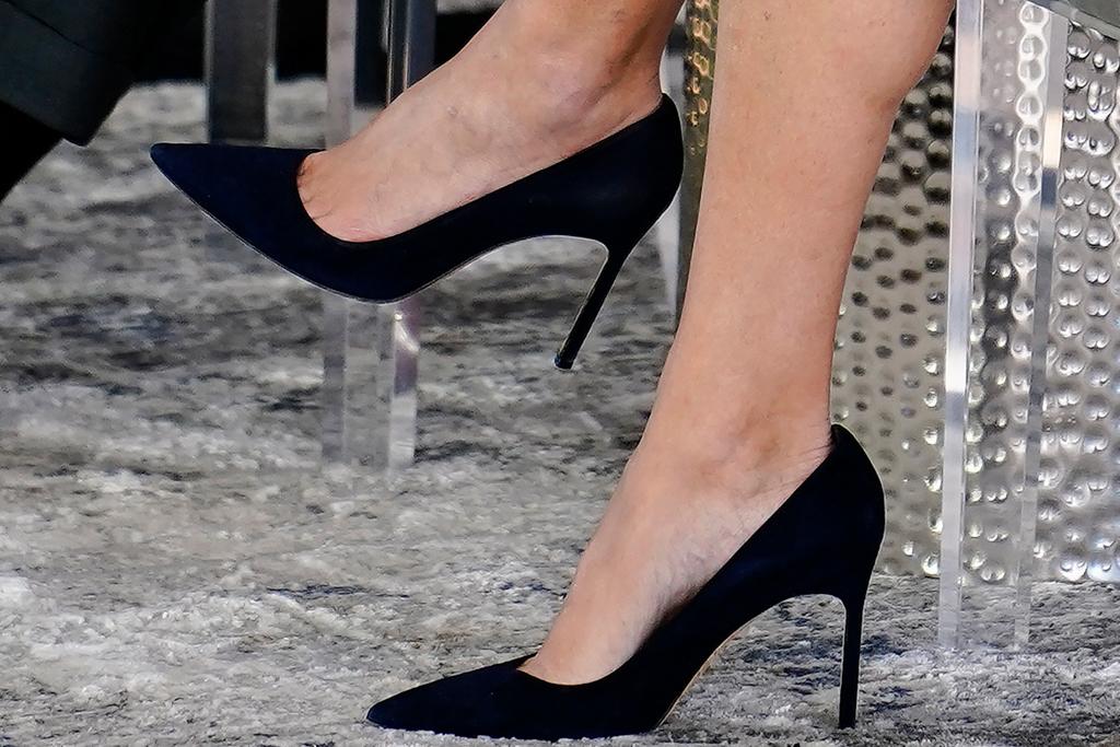 ivanka trump, skirt, shirt, georgia, heels, pumps, style, campaign