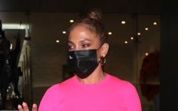 jennifer lopez, skirt, black, pink, sweater,