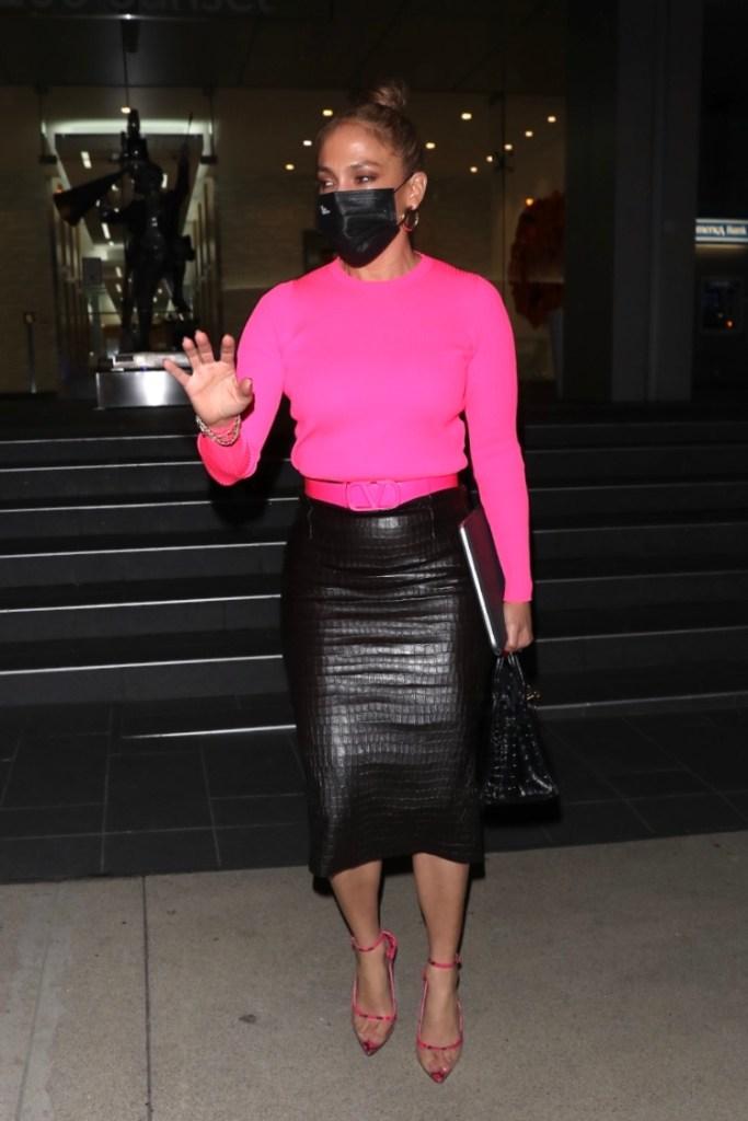 jennifer lopez, skirt, black, pink, sweater, valentino, heels, dsw, alex rodriguez, pumps