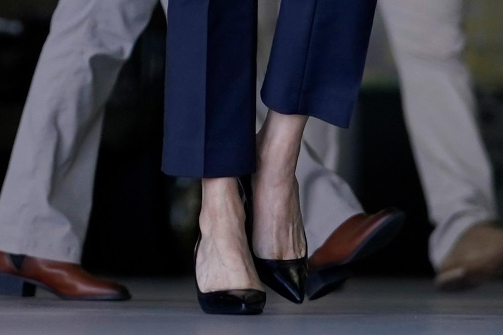 kamala harris, blazer, suit, heels, style, joe biden, cindy mccain, phoenix, arizona, campaign