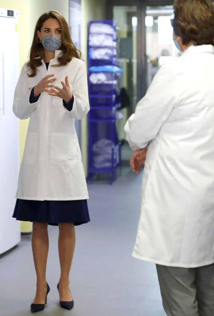 kate middleton, blue dress, dress, heels, suede, pumps, london, lab, Institute of Reproductive and Development Biology