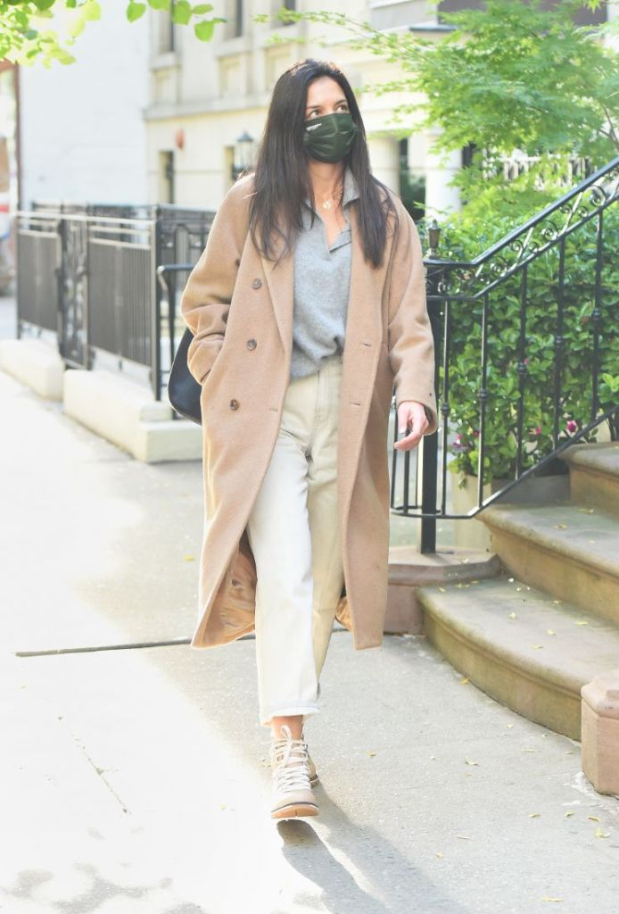 katie holmes jeans, coat, jacket, boots, sorel, mask, style, new york, shoes