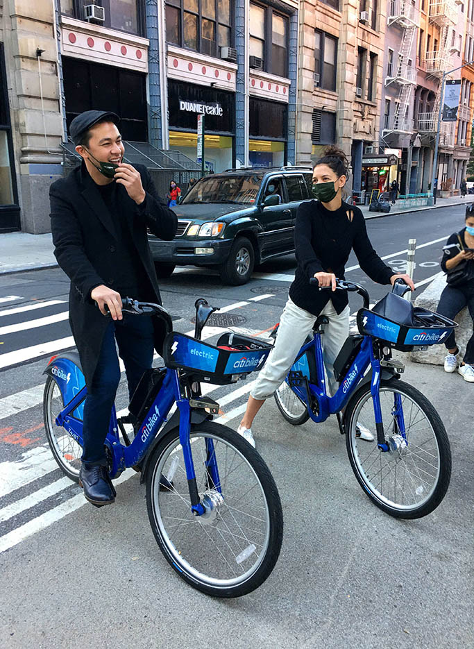 Katie Holmes and chef boyfriend Emilio Vitolo Jr. are all smiles as they ride electric Citibikes together and the New York City Subway train in Manhattan's Downtown area. 15 Oct 2020 Pictured: Katie Holmes and Emilio Vitolo Jr. Photo credit: LRNYC / MEGA TheMegaAgency.com +1 888 505 6342 (Mega Agency TagID: MEGA708065_001.jpg) [Photo via Mega Agency]