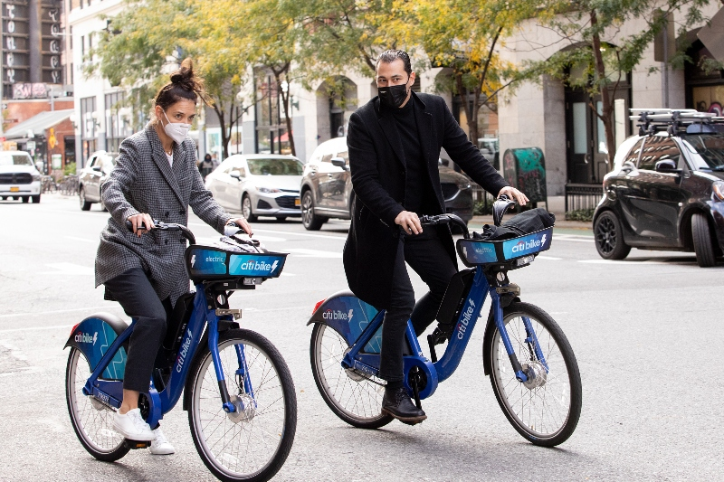 katie holmes, suri cruise, emilio vitolo jr, boyfriend, bike, new york, sneakers, coat, style, date, shoes